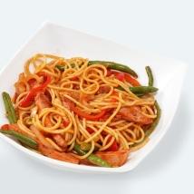 Спагетти с ветчиной в томатном соусе + овощи