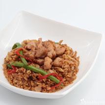 Рис жареный с курицей (бедро) + овощи