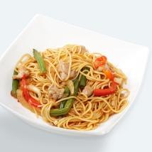 Рамен (яичная) с курицей (бедро) в кисло-сладком соусе + овощи